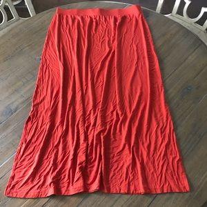 Isaac Mizrahi size 1X dark orange rayon maxi skirt